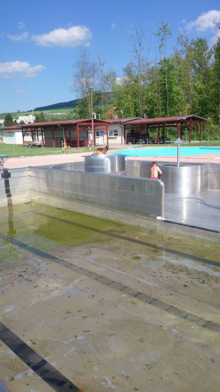 Čištění bazénu